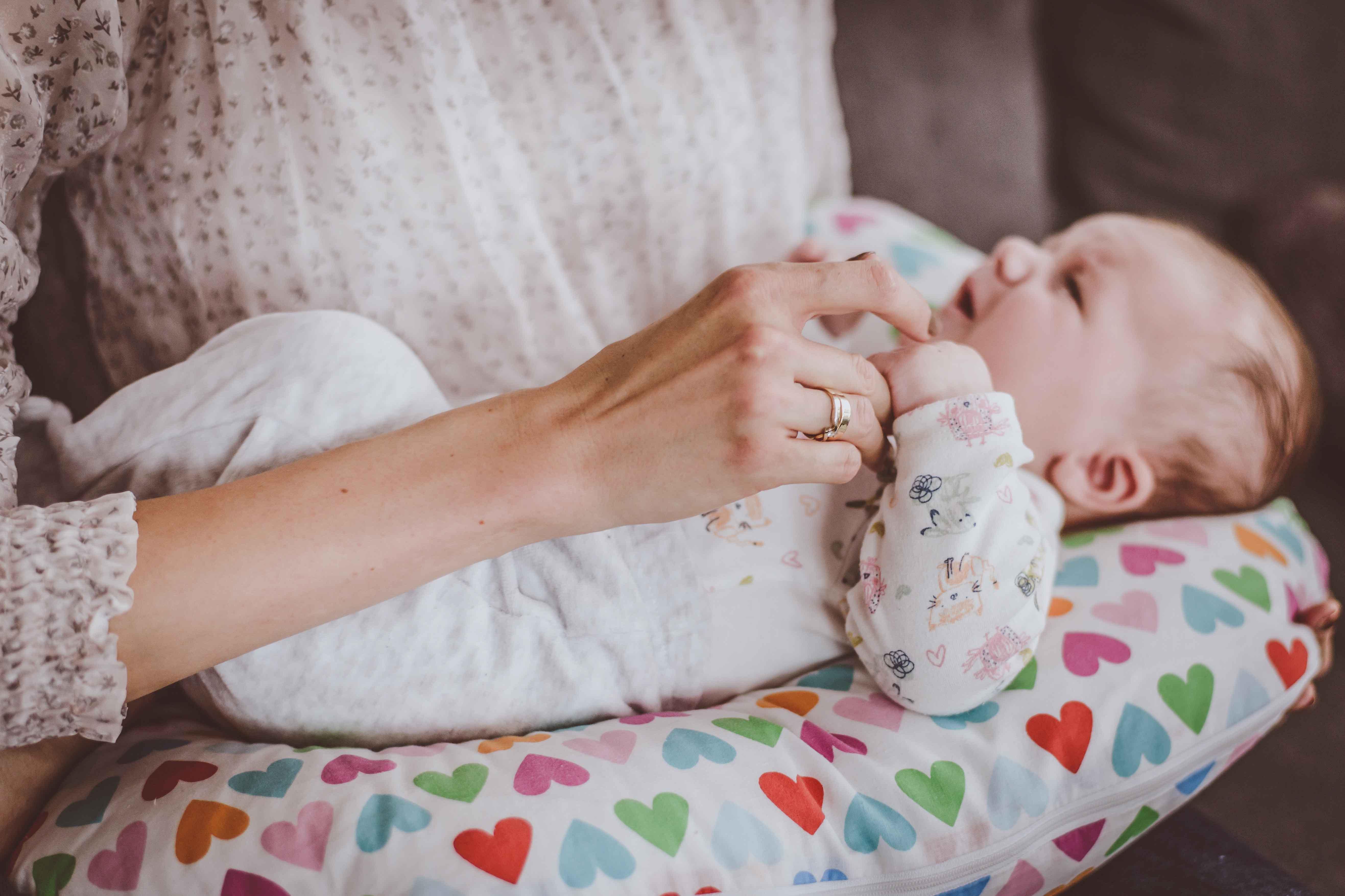 sesja-rodzinna-dzieck-newborn-wroclaw-okonasznurku (20)