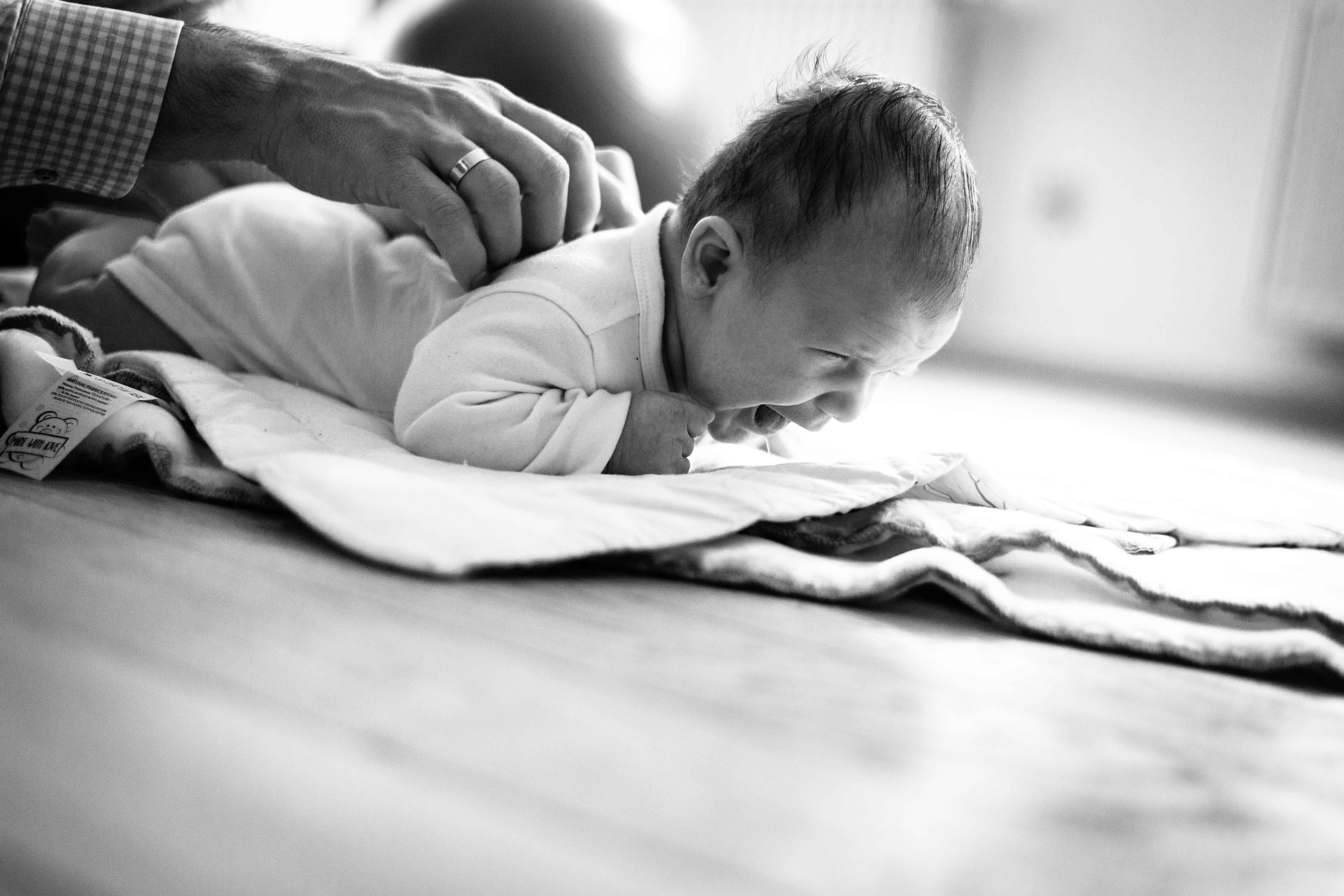 sesja-rodzinna-dzieck-newborn-wroclaw-okonasznurku (24)